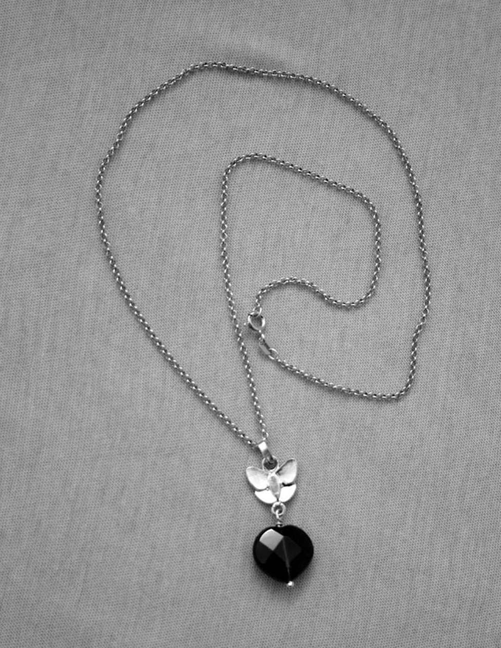 coups de coeur de lo collier avec pendentif papillon argent et pierre semi pr cieuse. Black Bedroom Furniture Sets. Home Design Ideas